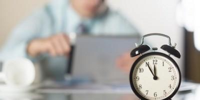 Urteil: Außertarifliche Mitarbeiter sind an übliche Arbeitszeiten gebunden