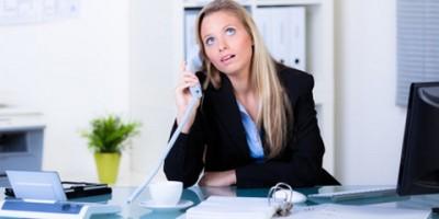 Urteil: Unfreundliches Verhalten gegenüber Kunden rechtfertigt Abmahnung