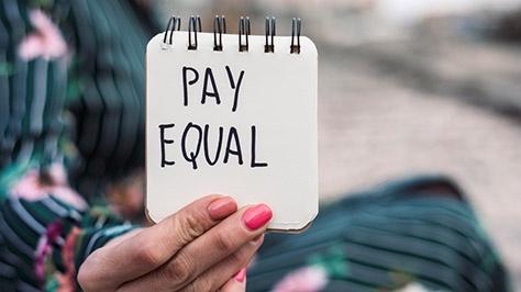 Große Frauen-Studie zum Equal Pay Day