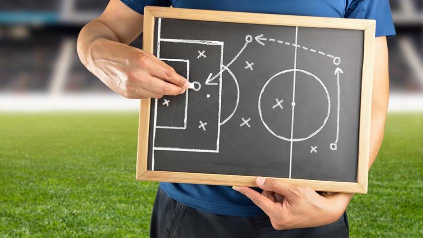 Druckvolle Angriffe, schnelle Konter: Was Personaler von Fußballtrainern lernen können
